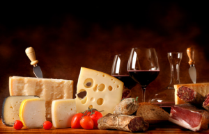 Est si l'on remettait en question le traditionnel vin rouge pour accompagner le fromage ?