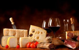 Est si l'on remettait en question le traditionnel vin rouge pour accompagner le fromage?