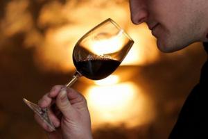 L'analyse olfactive des arômes d'un vin se fait en trois étapes