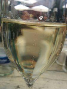 Le gaz carbonique dissout dans le vin est libéré à l'ouverture de la bouteille sous forme de bulles